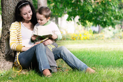 Woman_n_ChildReading-430px