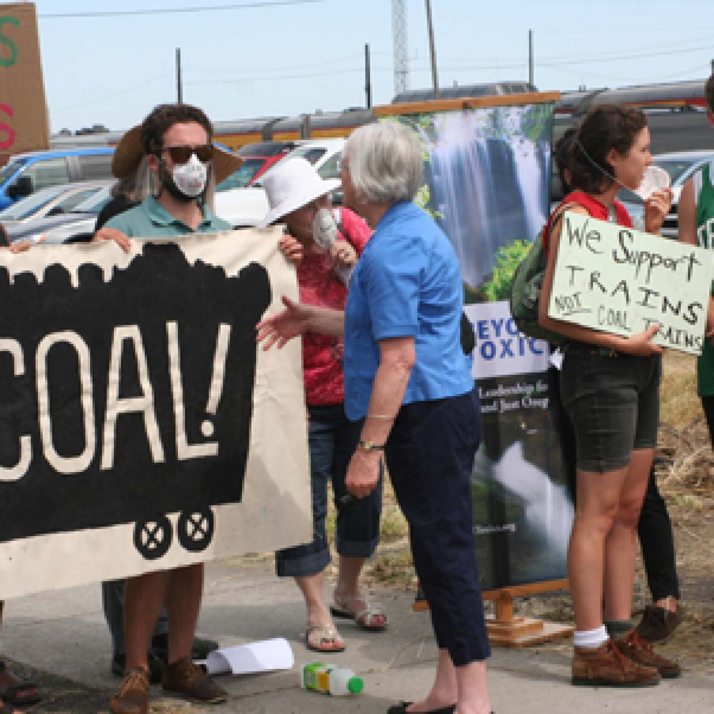Beyond Toxics and No Coal Eugene talk to Mayor Piercy at Coal Protest 7-12-2012