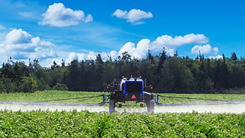 AgriculturalSprayer-on-field-potatoes_800x600